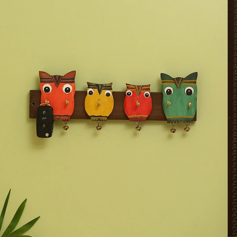 Moorni Owl Family Decorative Key Holder In Mango Wood (6 Hooks)